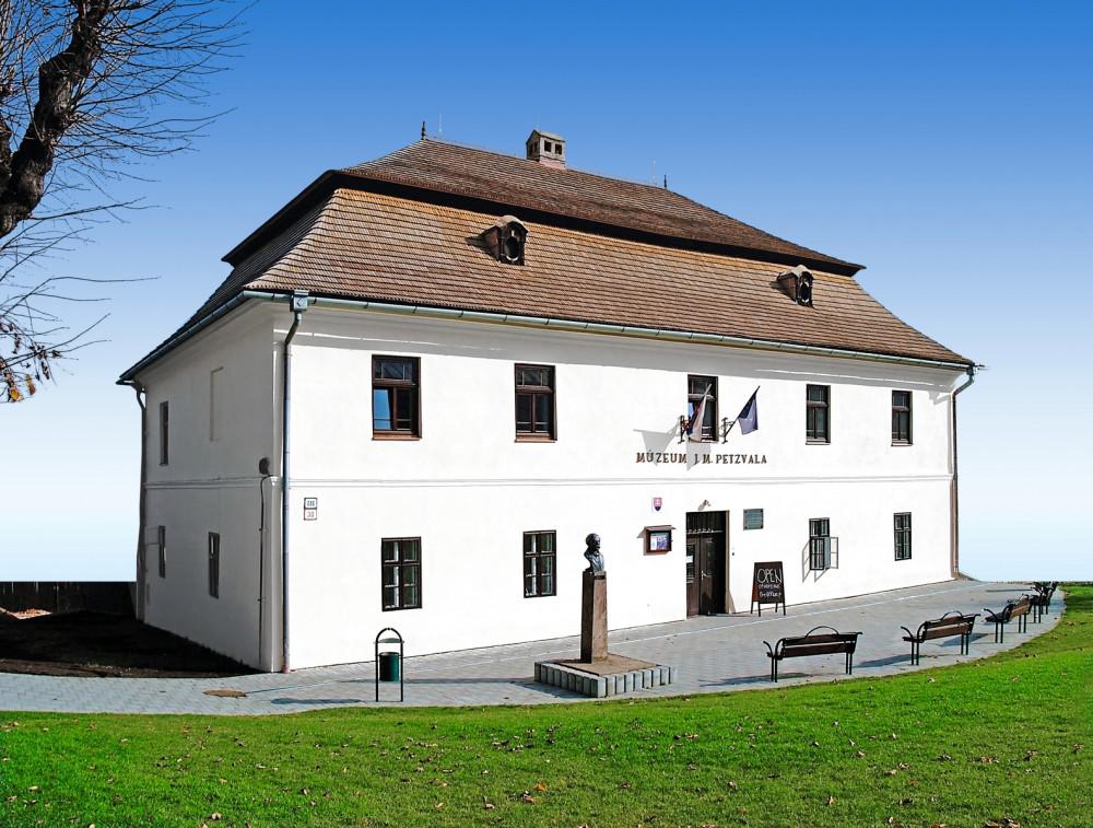 budova J.M. Petzvala